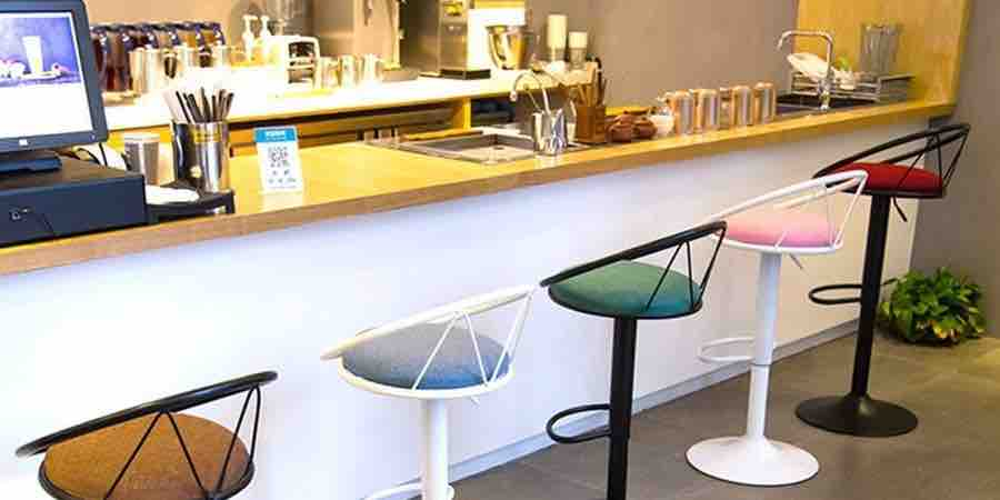 Taburetes de barra de madera y minimalistas, taburete minimalista, barras para bar minimalistas, taburete diseño minimalista